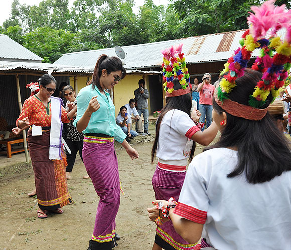 Priyanka Chopra and Mary Kom (left, in black) do the traditional Manipuri dance
