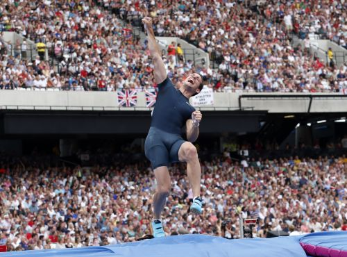 France's Renaud Lavillenie celebrates after setting the highest jump to win the men's pole vault at the London Diamond League 'Anniversary Games' athletics meeting