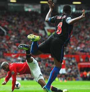 Young may not change his diving ways: Moyes