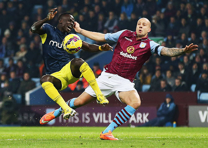 Alan Hutton of Aston Villa battles with Sadio Mane of Southampton during their English Premier League match at Villa Park in Birmingham, on November 24
