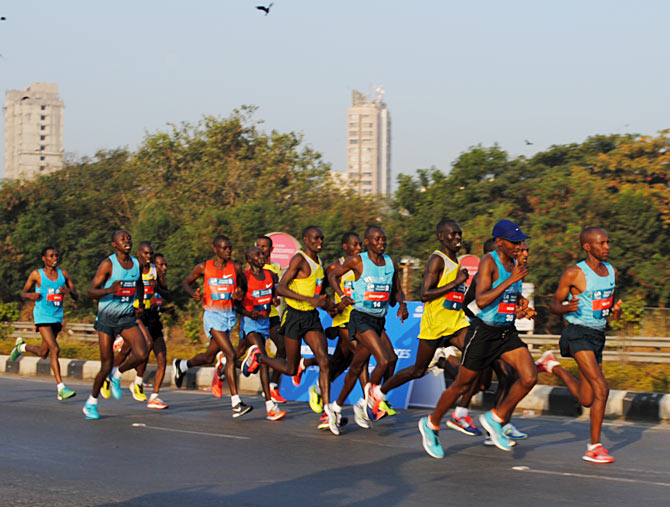 Elite runners near the half mark after the Bandra-Worli sea link