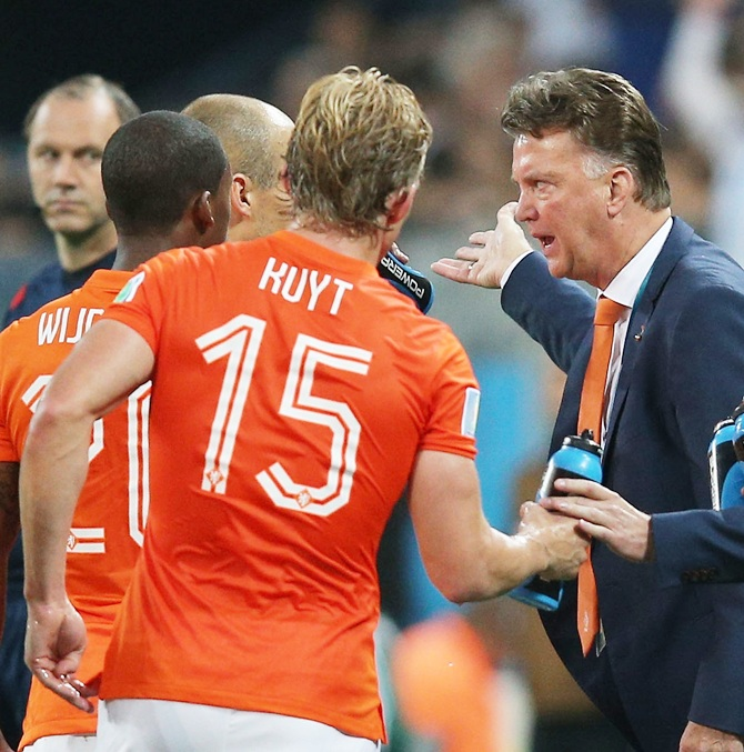 Head coach Louis van Gaal of the Netherlands speaks to his players