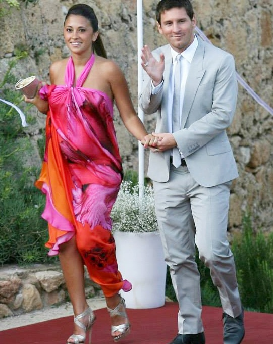 Antonella Roccuzzo with Lionel Messi at a wedding