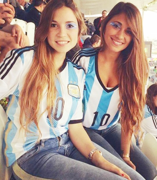 Antonella Roccuzzo with a friend