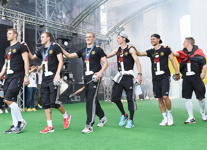 Manuel Neuer, Kevin Grosskreutz. Matthias Ginter, Julian Draxler, Benedikt Hoewedes   and Bastian Schweinsteiger celebrate during the German team victory ceremony