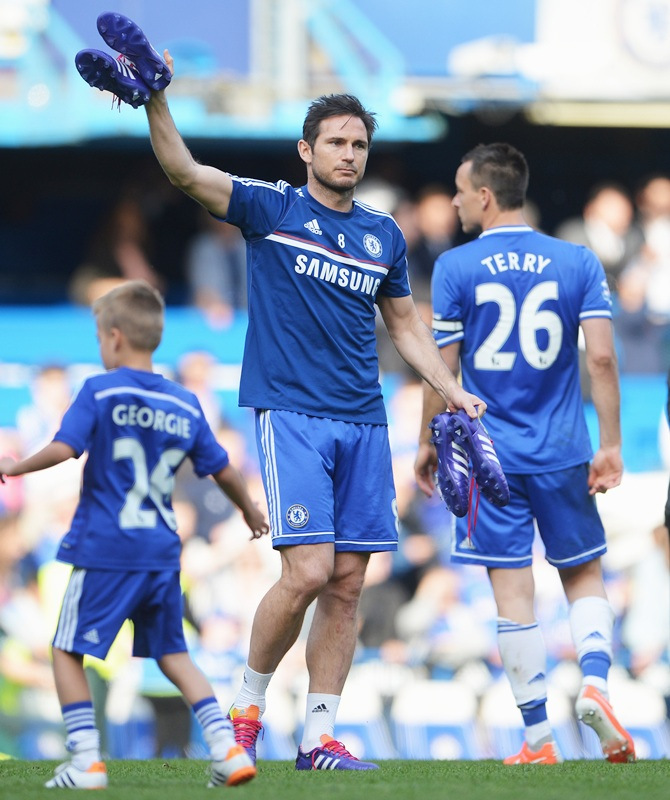 Frank Lampard of Chelsea acknowledges the crowd
