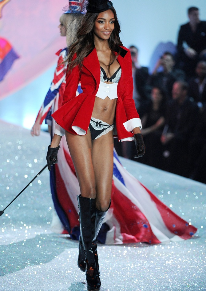 Model Jourdan Dunn walks the runway