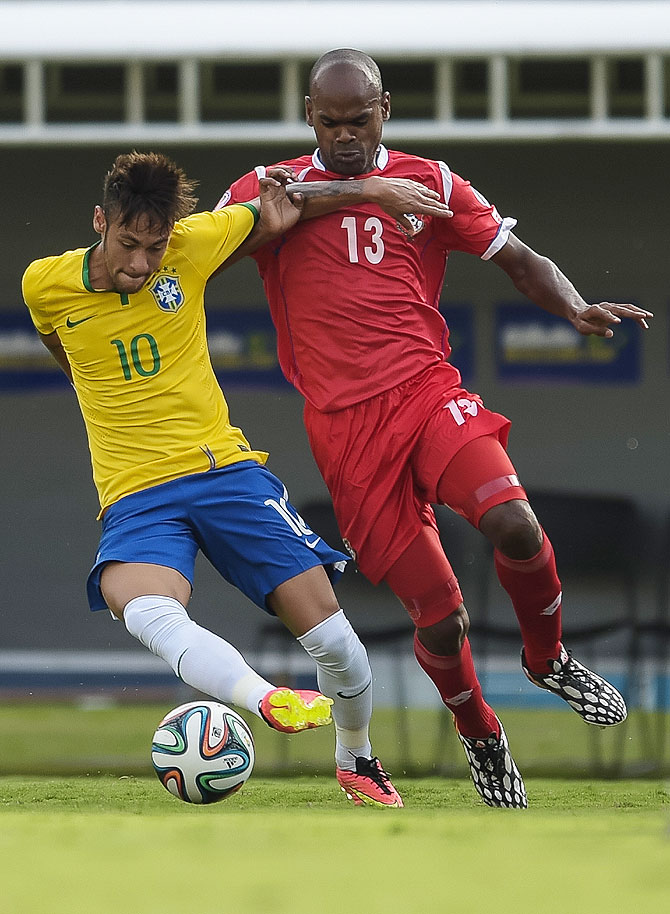 Neymar (left) of Brazil and Adolfo Machado of Panama compete for the ball during their international friendly at Serra Dourada Stadium in Goiania, Brazil on Tuesday