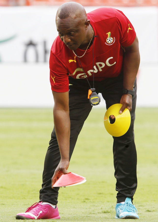 Ghana coach James Kwesi Appiah prepares the pitch for a training session of his squad