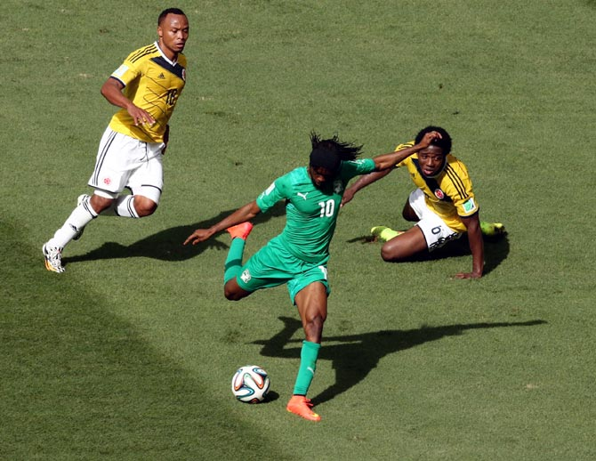 Gervinho scores the first goal for Ivory Coast