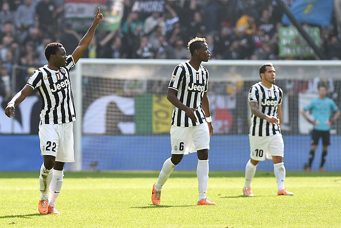 Kwadwo Asamoah (left) of Juventus celebrates after scoring against Fiorentina during their Serie A match at Juventus Arena in Turin on Sunday
