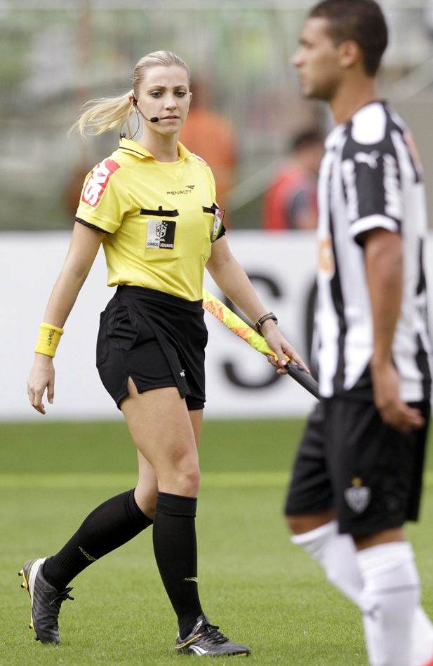 Photos Brazils Hottest Female Referee Is Internet Sensation - Rediff Sports-7603