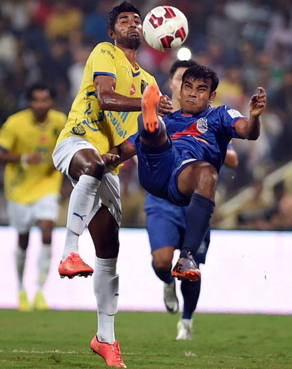 Mumbai City FC and Kerala Blasters players vie for the ball