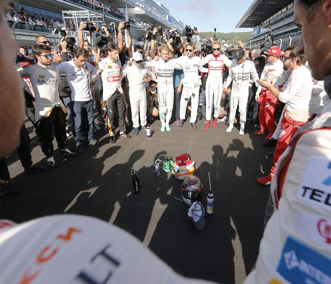 Drivers pray for Jules Bianchi