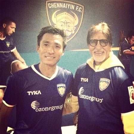 India and Chennaiyin FC footballer Gouramangi Singh with Amitabh Bachchan