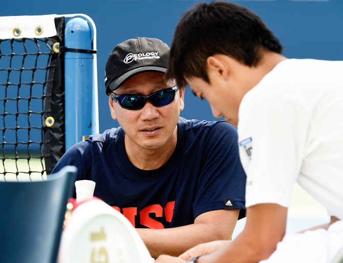 Kei Nishikori, right, of Japan talks with Coach Michael Chang