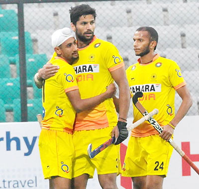 Mandeep Singh (left) and Rupinder Pal (centre) of India celebrate after scoring
