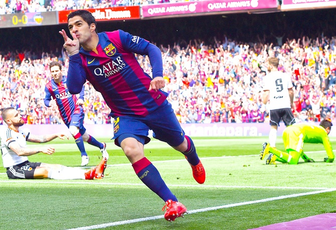 Luis Suarez of FC Barcelona celebrates