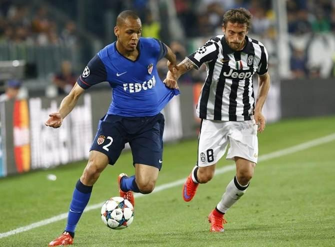 Claudio Marchisio of Juventus battles for possession with Monaco's Fabinho in the UEFA Champions league quarter-final first leg match