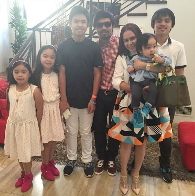 Manny Pacquiao with wife Jinki and his children