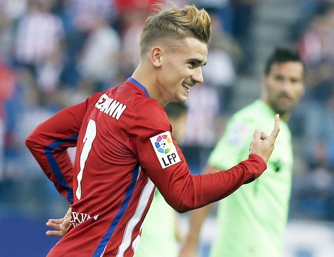 Griezmann snubs Barcelona to stay at Atletico