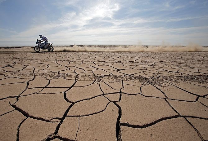 KTM rider Hans Vogels of the Netherlands rides during the sixth stage of the Dakar Rally 2015, from Antofagasta to Iquique, Chile on January 9
