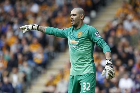Valdes hits back at Van Gaal in United row
