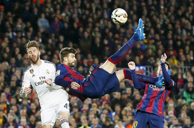 Clasico photos lethal suarez gives barcelona 2 1 win over real rediff sports - Messi bicycle kick assist ...
