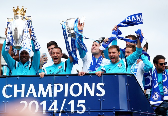 Didier Drogba and John Terry hold up the Premier League trophy