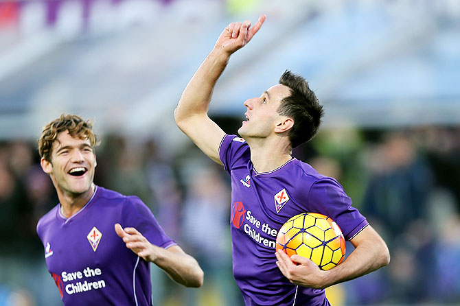 ACF Fiorentina's Nikola Kalinic celebrates after scoring against Empoli FC at Stadio Artemio Franchi in Florence