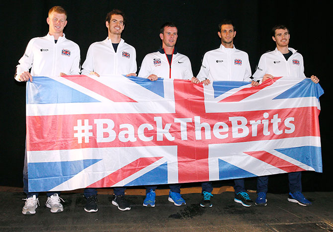 Great Britain Team Captain Leon Smith (captain) poses with Kyle Edmund, Andy Murray, James Ward and Jamie Murray after the draw