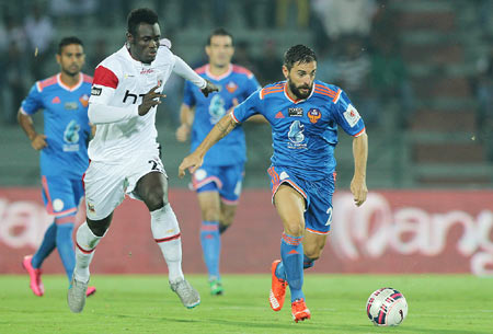 FC Goa's offre Mateu Gonzalez (right) out runs NorthEast United FC's Francis Dadzie to win possession during their Indian Super League (ISL) match at the Indira Gandhi Stadium, Guwahati, on Thursday