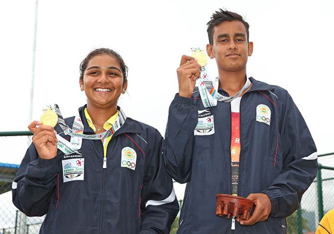 Dhruthi Tatachar Venugopal and Sasikumar Mukund pose with their gold medals