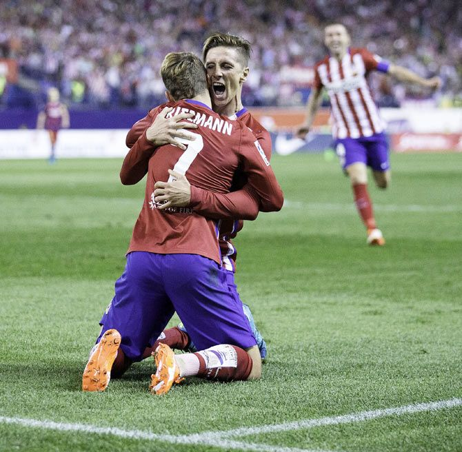 Atletico Madrid's Fernando Torres (right) celebrates with teammate Antoine Griezmann (left) on scoring the opening goal