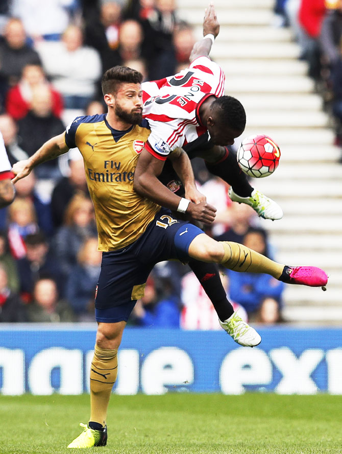 Arsenal's Olivier Giroud and Sunderland's Lamine Kone get tangled up as they vie for possession