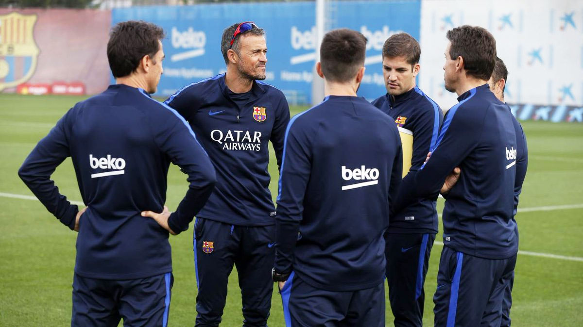 FC Barcelona coach Luis Enrique speaks to his players in training on Friday