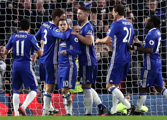 High-flying Chelsea keep focus, United still hopeful of EPL title