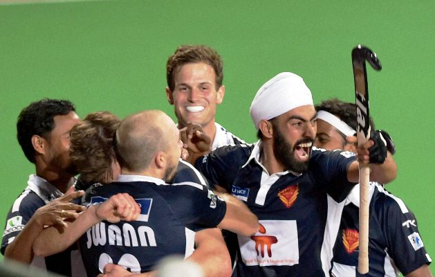Dabang Mumbai players celebrate their win against Ranchi Rays) during the Hockey India League