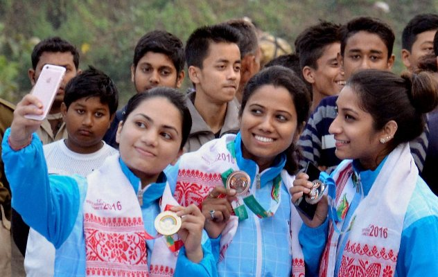 India's Apurvi Chandela, Pooja Ghatkar, Elizabeth Susan taking selfie during the presentation ceremony for the 10m Air Rifle event