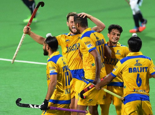 Jaypee Punjab Warriors (yellow) players celebrate a goal