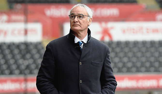Leicester give under-pressure Ranieri 'unwavering support'