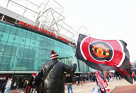 Man United to refund tickets if season abandoned