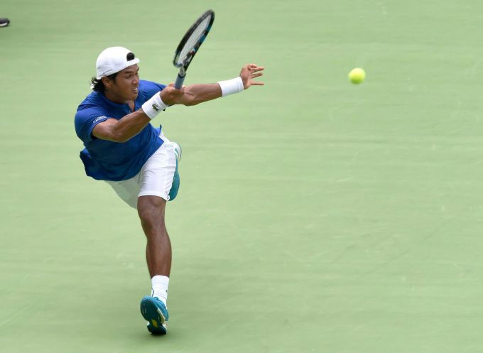 Somdev Devvarman plays a return