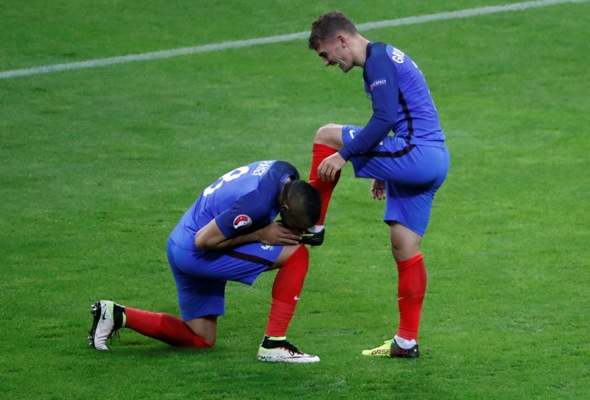 6a0baa4df IMAGE  France s Dimitri Payet kisses the boot of Antoine Griezmann.  Photograph  Charles Platiau Reuters.