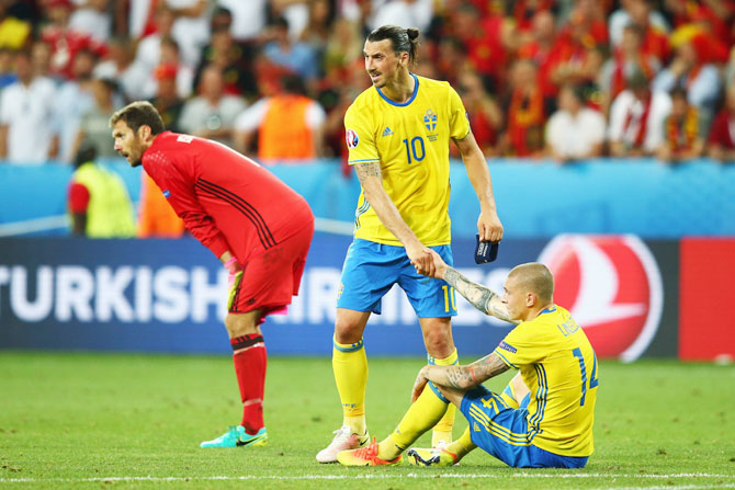Sweden's Zlatan Ibrahimovic consoles teammate Victor Lindelof after defeat against Belgium