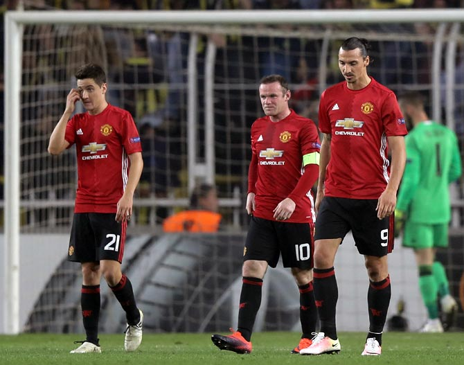 Mourinho's woes continue as Manchester United lose again