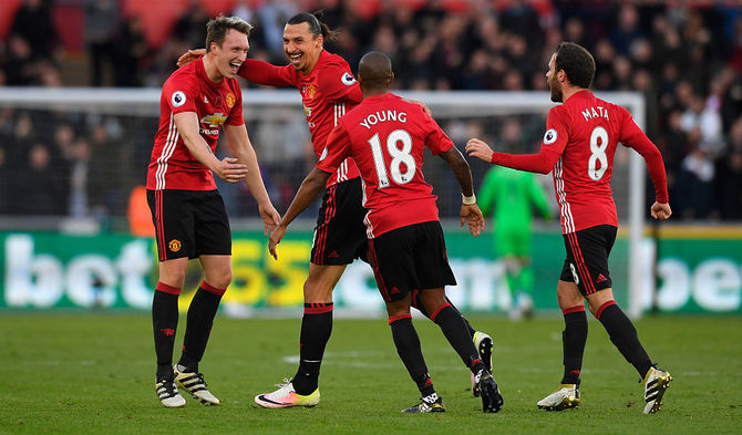 EPL: Liverpool, Man United earn big wins; Spurs draw vs Arsenal