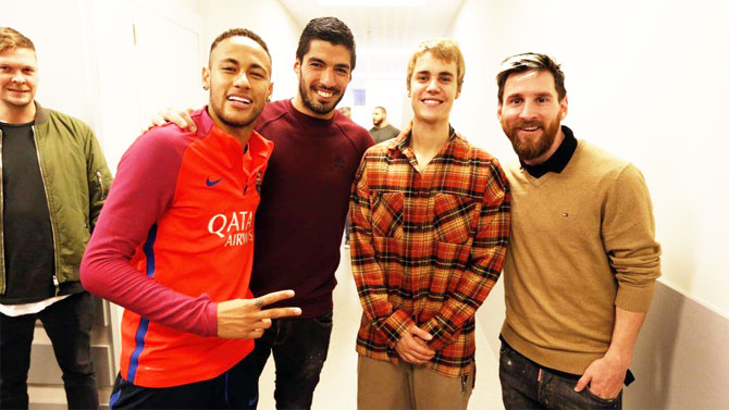 FC Barcelona's star strike force Neymar Jr (left), Luis Suarez (2nd from left) and Lionel Messi (right) with Canadian pop sensation Justin Bieber