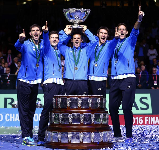 Argentina's players celebrate after winning the Davis Cup in 2016