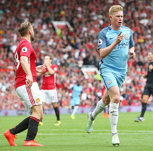 EPL title to be close fight between Manchester clubs